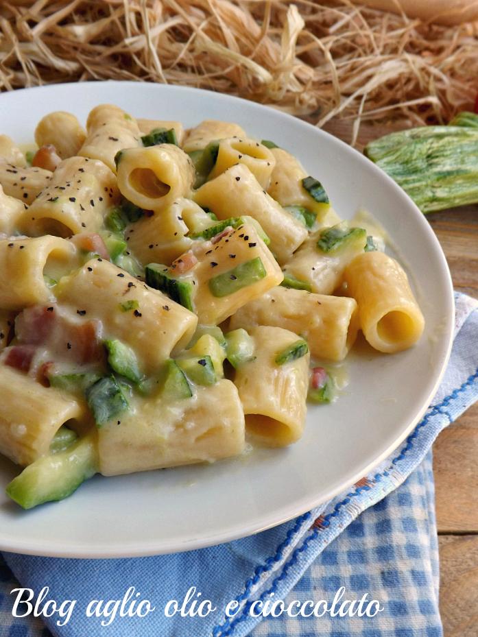 Pasta con zucchine e pancetta cremosa primo piatto veloce for Primi piatti cucina romana