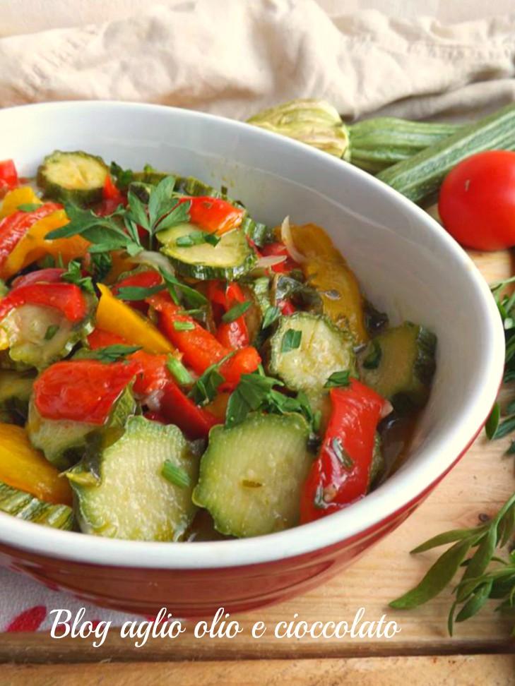 zucchine peperoni e cipolla