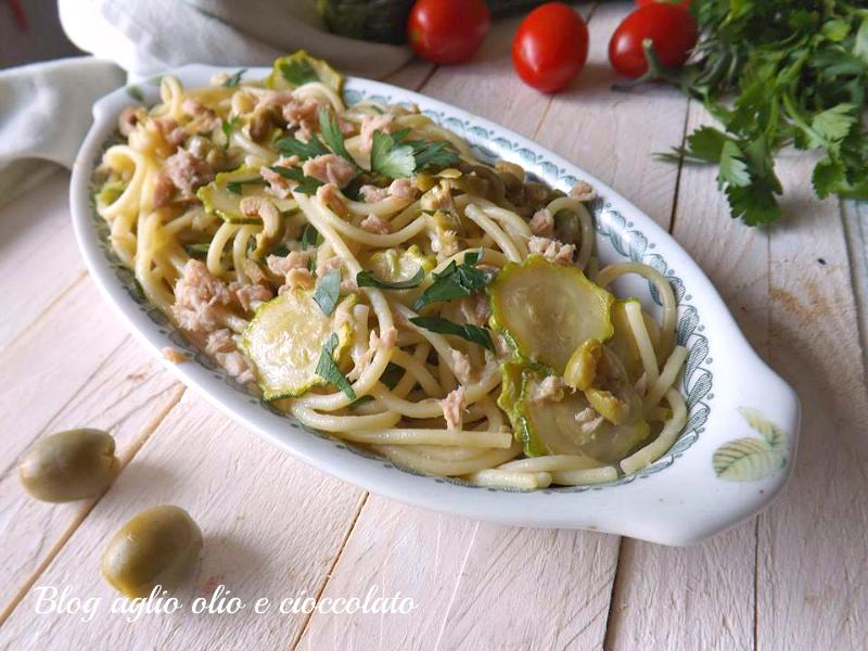 spaghetti con zucchine tonno e olive