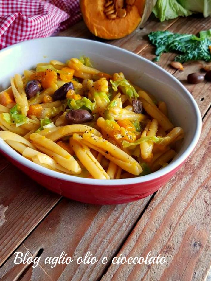 pasta con zucca verza e olive