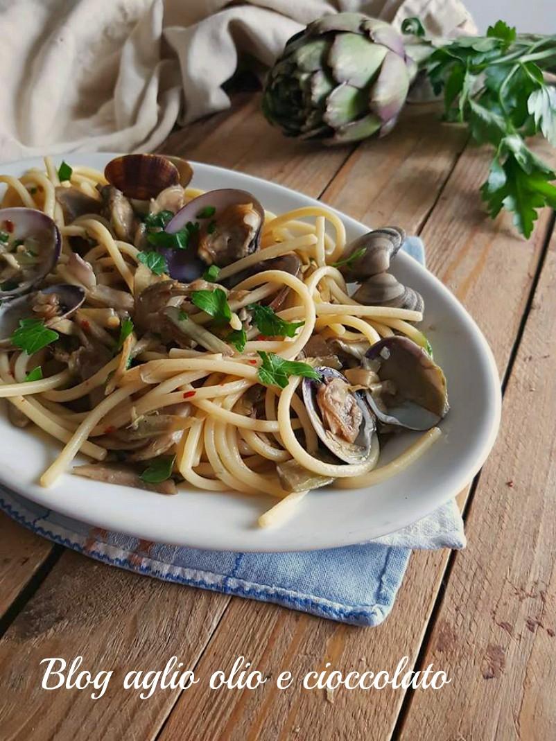 spaghetti con vongole e carciofi