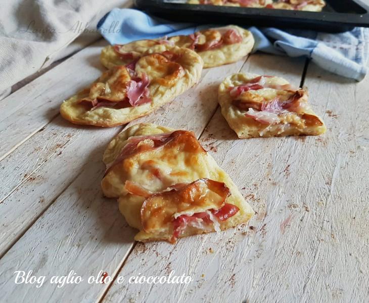 pizzette di patate con pancetta e scamorza affumicata