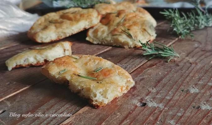 focaccine di patate al rosmarino