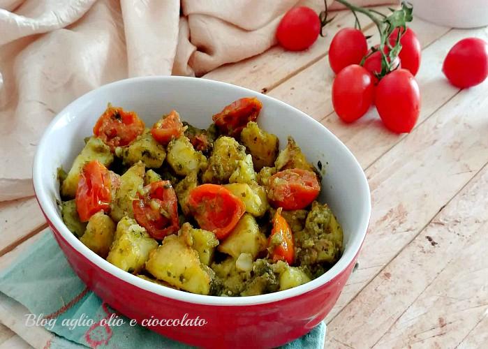 patate al pesto con pomodori