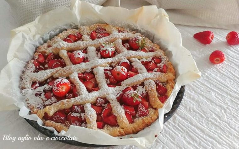 CROSTATA ALL'OLIO CON  FRAGOLE E MELE