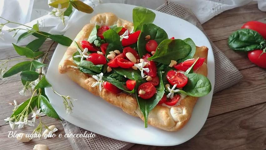 torta salata con formaggio e pomodori