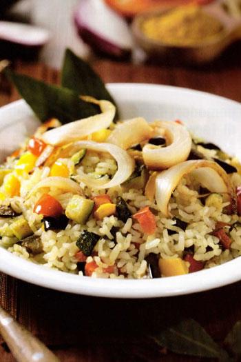 Riso pilaf con verdure e curry