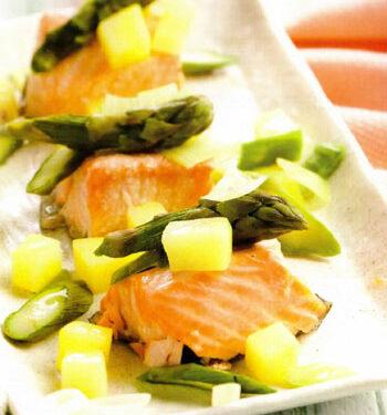 Salmone con verdure e punte di asparagi