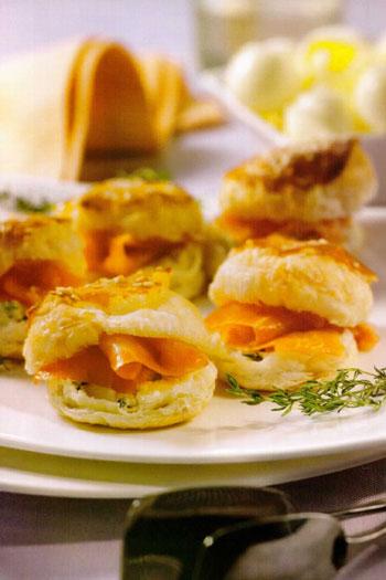 Sfogliatine con salmone e formaggio alle erbe