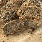 Pane con farina integrale e semi,con biga e licoli