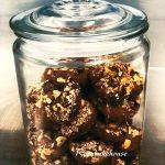 Biscotti al cacao con albumi e nocciole