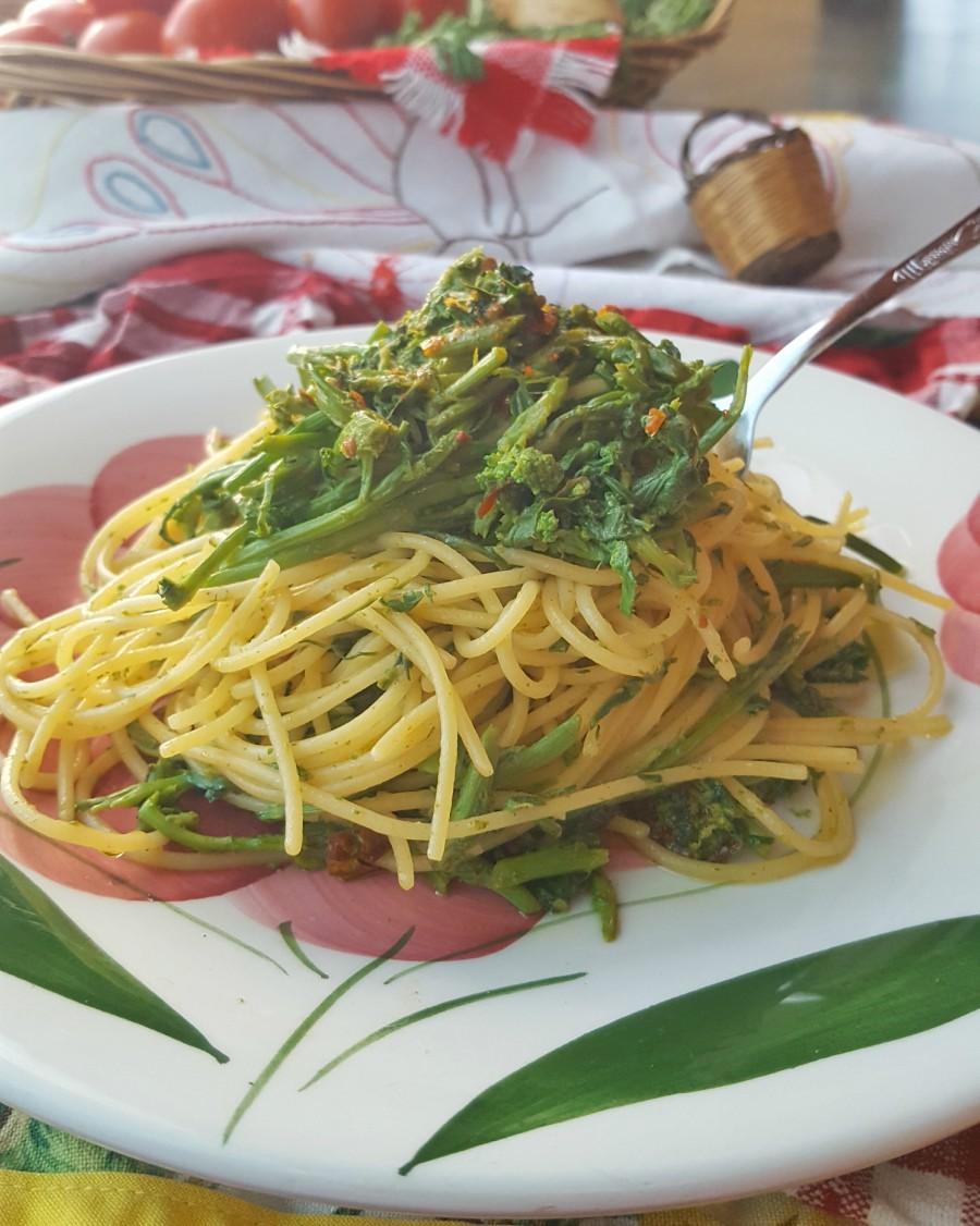 Spaghetti pomodori secchi e lassini
