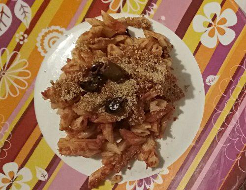Mezze penne al forno con pomodoro e olive