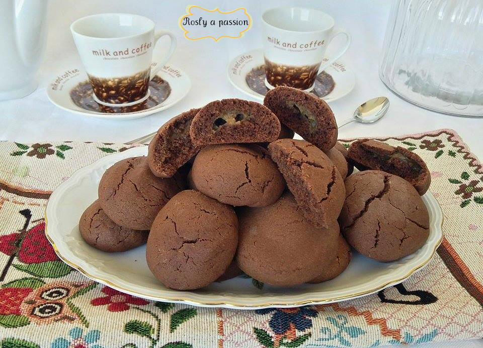 Biscotti ripieni con crema al caffè