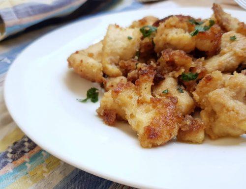 Straccetti di pollo croccante in padella, ricetta gustosa