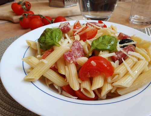 Pasta fredda con salame e pomodorini, ricetta facile e gustosa
