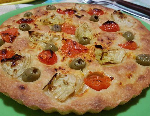 Focaccia pugliese con carciofi e olive