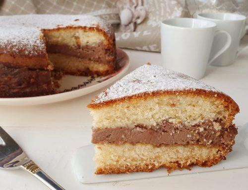 Torta versata con crema al mascarpone e nutella