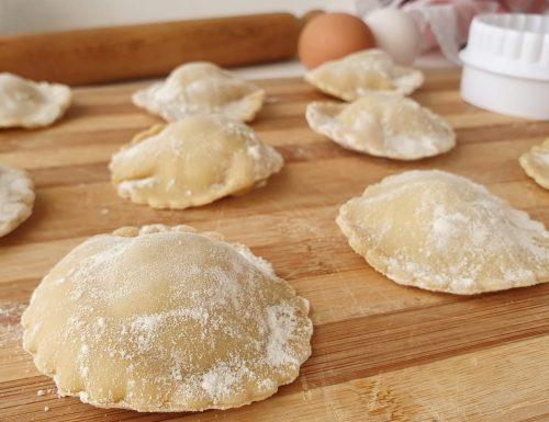 Ravioli di carne con pasta fatta in casa