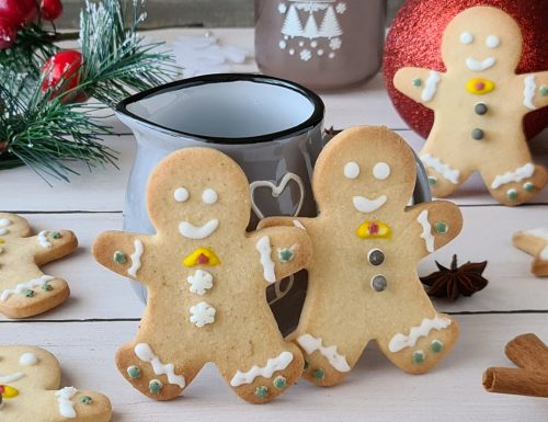 Omini natalizi di biscotto speziato