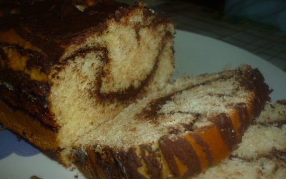 Plum cake bicolor