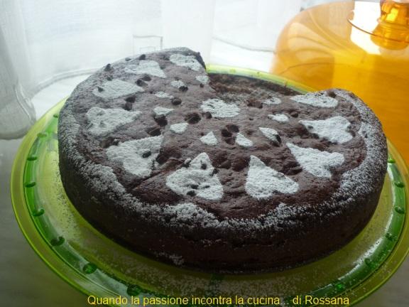 Torta soffice al cacao con gocce di cioccolata