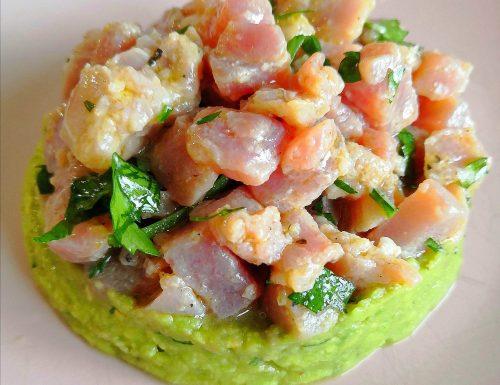 Ceviche di tonno con guacamole.
