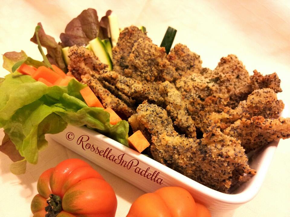 Straccetti di pollo panati con semi di papavero e aromi