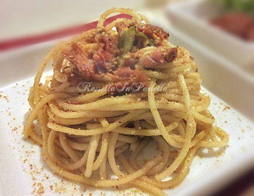 Spaghetti aglio, olio e pomodori secchi