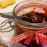 Confettura di prugne con mandorle, zenzero e uvetta