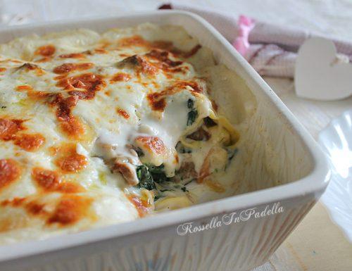 Lasagne gratinate con spinaci, funghi e salsiccia