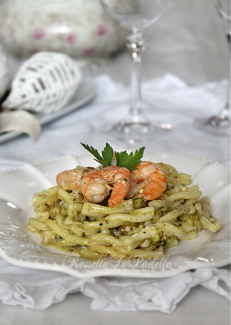 Pasta con pesto di pistacchio e gamberi ricetta primi piatti for Primi piatti di pasta