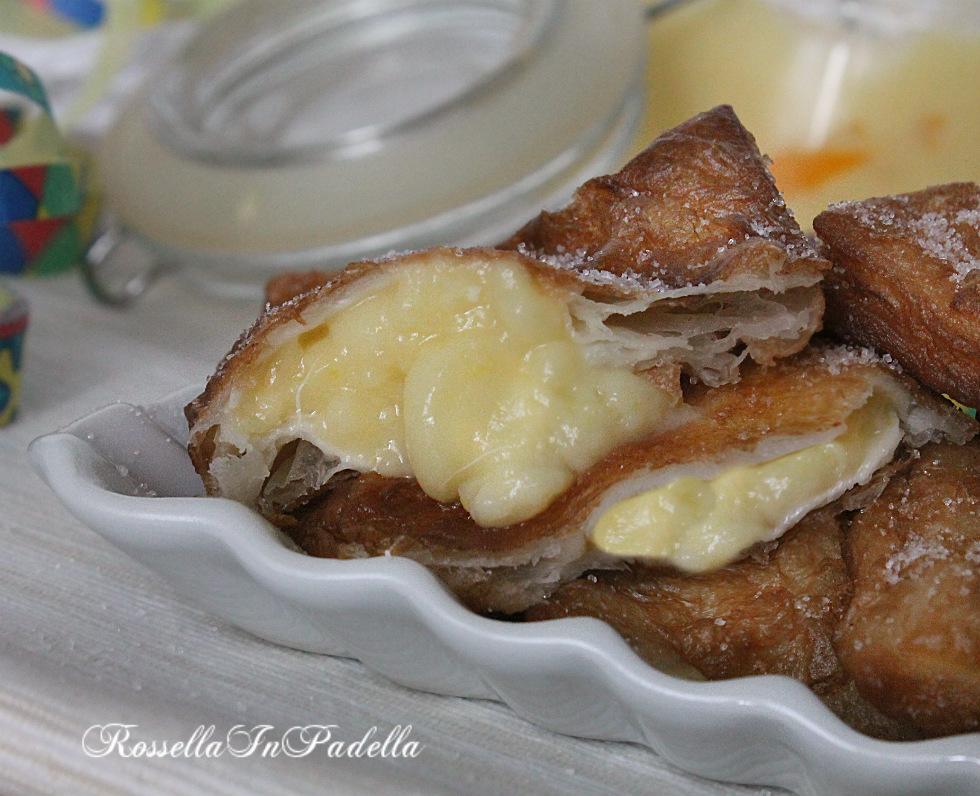 Ravioli di sfoglia fritta con crema all'arancia
