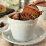 Torta in tazzina, cioccolato e cuore cremoso al caffè