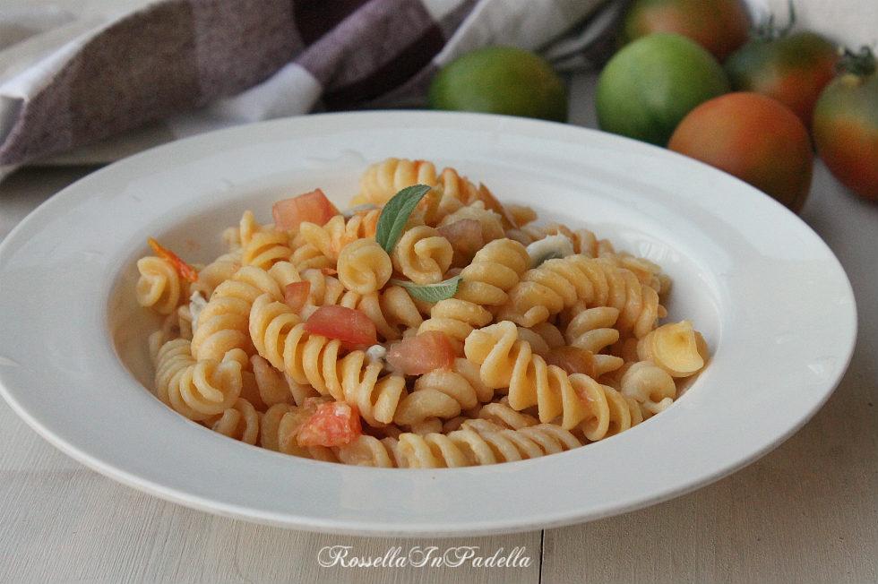Pasta alla lomellinese, ricetta veloce con gorgonzola e pomodorini