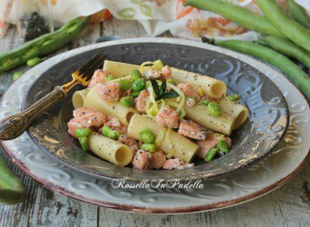 Pasta con le fave e salmone, ricetta facile