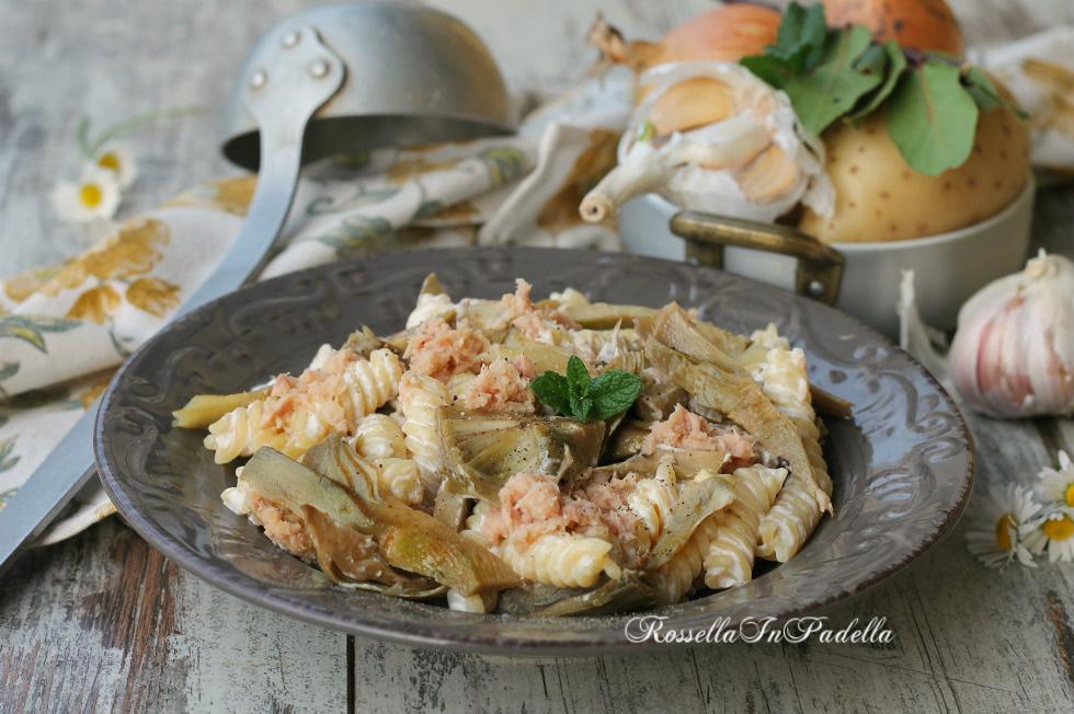 Pasta cremosa con carciofi e tonno, ricetta gustosa