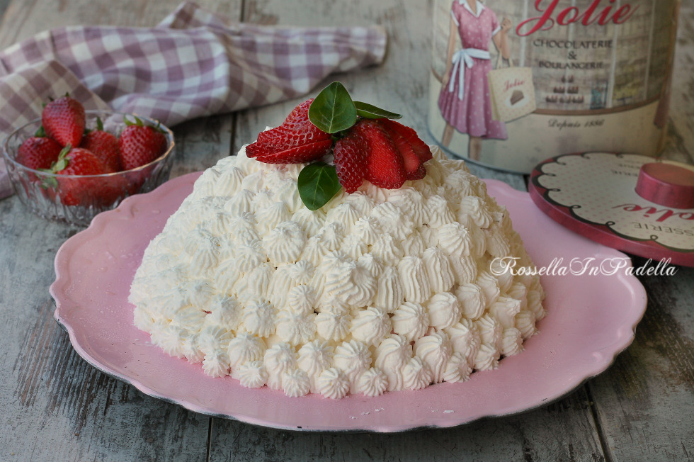 Torta nuvola di panna e fragole