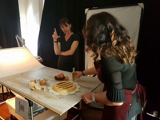 Sara, io, la fantastica crostata e l'ampollina dell'olio che non stava bene da nessuna parte :D