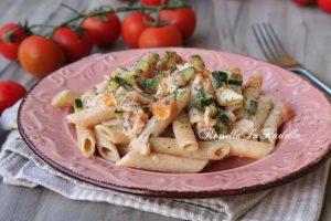 Pasta con salmone, zucchine e philadelphia