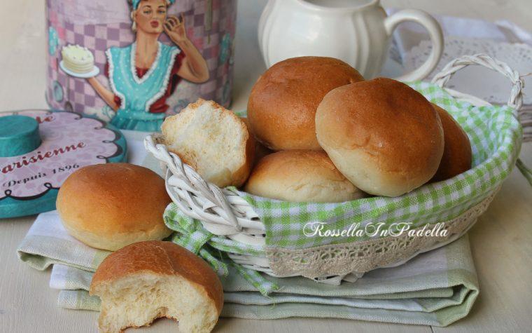 Panini al latte, soffici e deliziosi per colazione, merenda o buffet