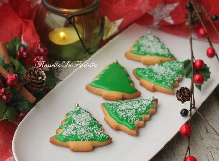 Biscotti alberello di Natale di frolla con glassa veloce