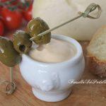 Salsa allo yogurt velocissima, per antipasti o tramezzini