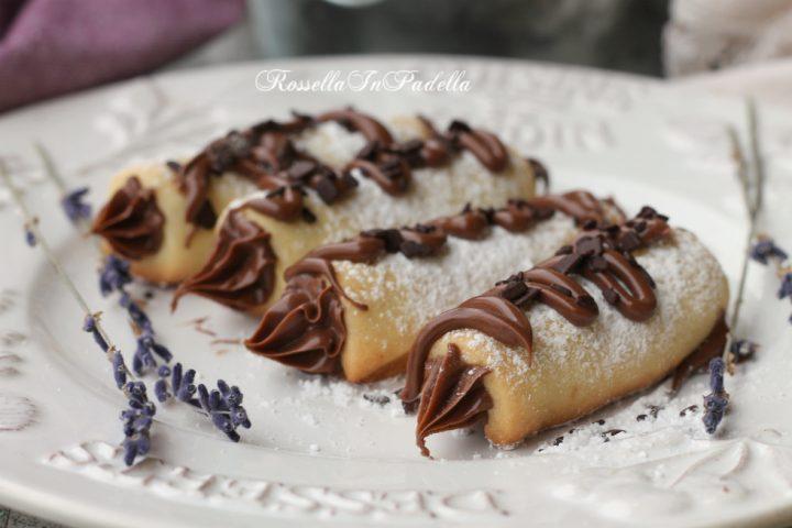 Cannoli di frolla alla nutella, biscotti friabili e deliziosi