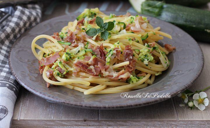 Spaghetti con zucchine, speck e pecorino