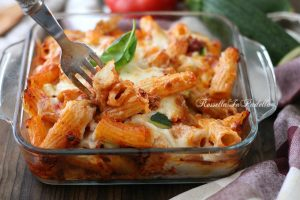 Rigatoni al forno con ragù di carne e zucchine e besciamella