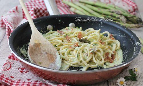 Spaghetti con crema di asparagi e philadelphia e speck croccante