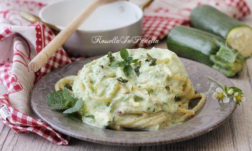 Spaghetti con crema di zucchine e ricotta