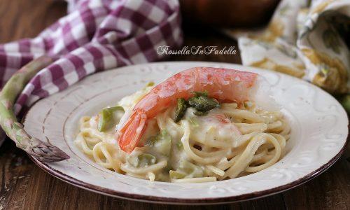Spaghetti cremosi con gamberi e asparagi