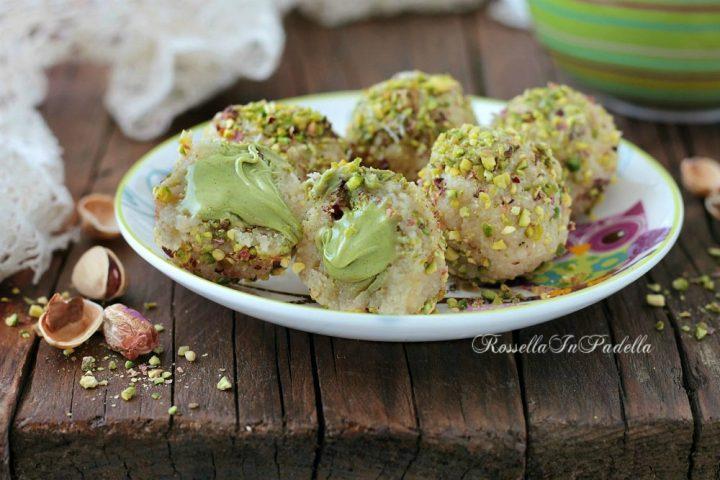 Pasticcini al pistacchio dal cuore cremoso